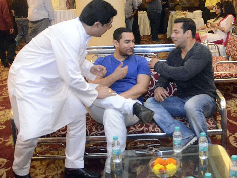 MNS chief Raj Thackeray interacts with Aamir Khan and Salman Khan during a seminar convened by MNS chief Raj Thackeray to discuss the controversial Mumbai Development Discussion (MDP) in Mumbai. (Photo: IANS)