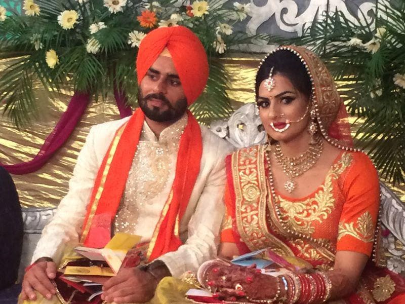 Hockey player Gurwinder Singh Chandi with sprinter Manjeet Kaur during their wedding in Jalandhar on Sunday. HT photo
