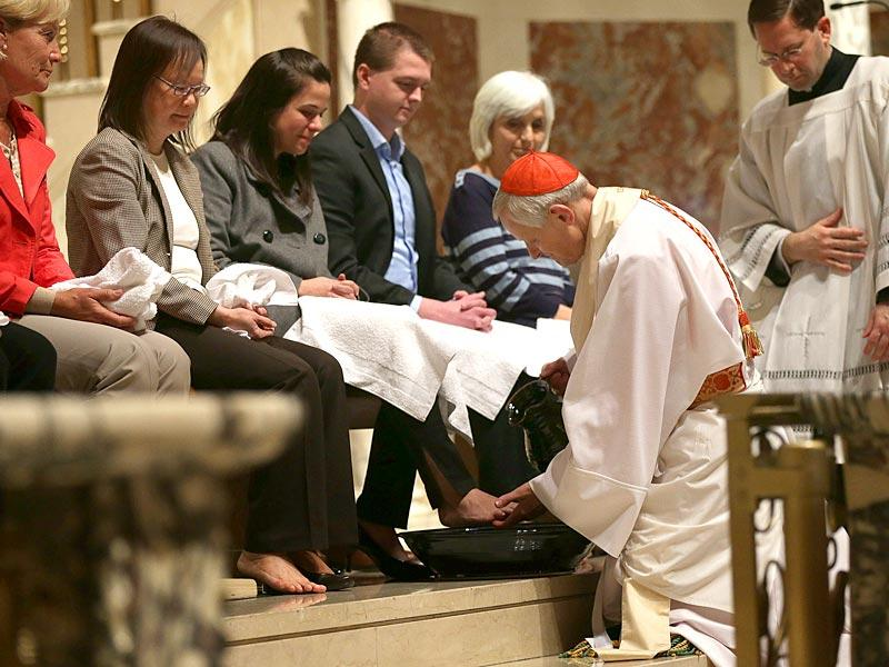 Cardinal Donald Wuerl, archbishop of Washington, washes the feet of 12 parishioners during the Mass of the Lord's Supper at St. Matthew's Cathedral in Washington, DC. AFP Photo