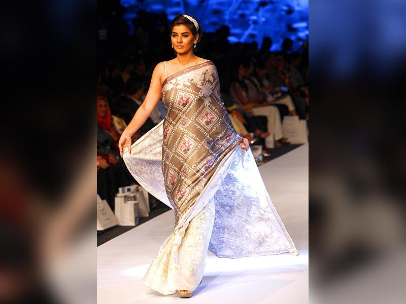 A model presents a creation by designer Madiha Raza. (Photo: IANS)