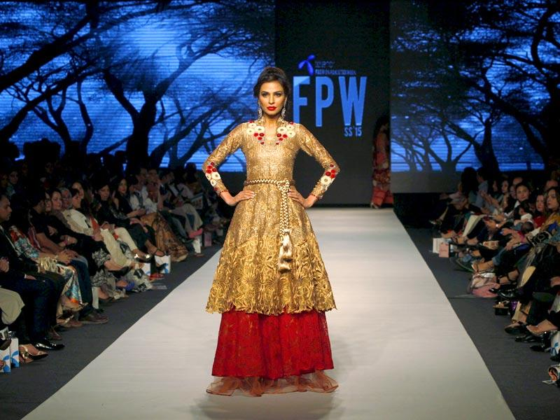 A model presents a creation by Pakistani designer Sanam Chaudri. (Photo: Reuters)