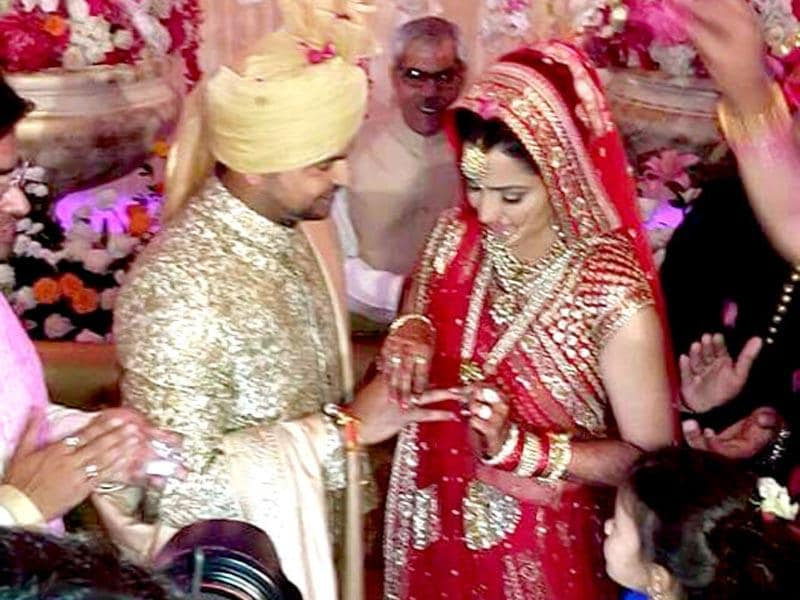 Cricketer Suresh Raina tied the knot with fiancee Priyanka. Photo tweeted by Saurabh Trivedi, HT)