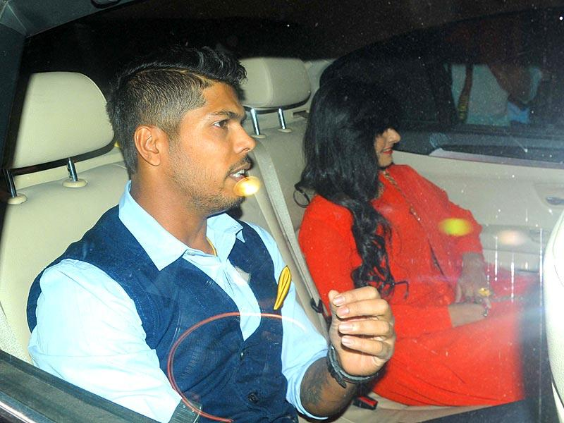 Indian pacer Umesh Yadav arrives to attend cricketer Suresh Raina's wedding ceremony at Leela Palace Hotel, in New Delhi. (HT Photo/Imtiyaz Khan)