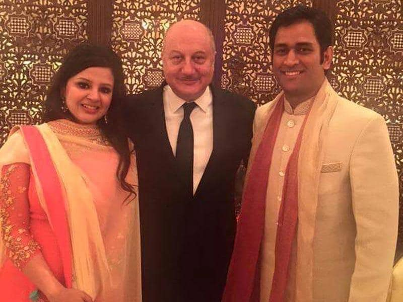 Indian cricket team captain MS Dhoni, his wife Sakshi Dhoni and actor Anupam Kher during the wedding ceremoney of cricketer Suresh Raina in New Delhi. (HT Photo)