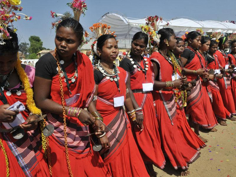 Baiga women perform Karma dance during Baiga Olympics in Balaghat on Saturday. (Praveen Bajpai/HT photo)