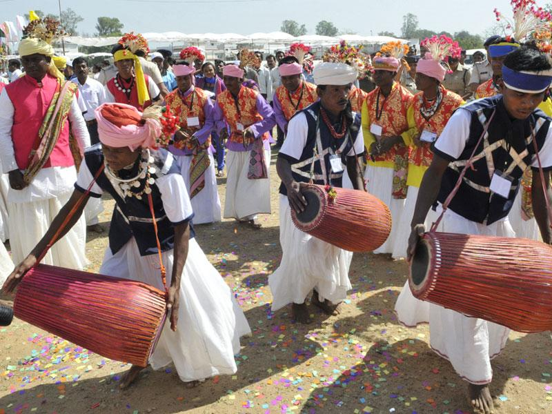 Baiga folk artists perform during two-day Baiga Olympics in Balaghat on Saturday. (Praveen Bajpai/HT photo)