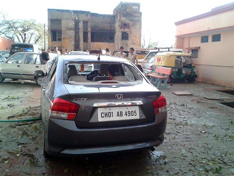 Several cars parked at the Vrindavan temple were damaged in a hailstorm that wreaked havoc in Mathura on Saturday. (Arun Kumar Tripathi/HT Photo)
