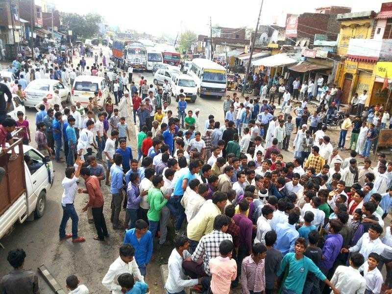 Angry villagers also blocked several roads in Mathura. (Arun Kumar Tripathi/HT Photo)