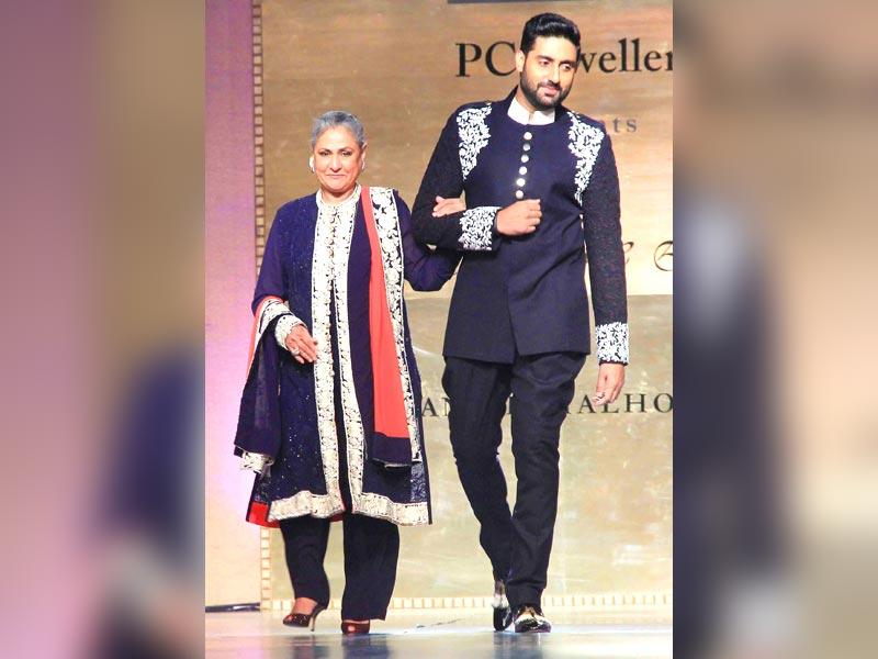 It was not all about fathers and daughters though. Abhishek Bachchan walked the ramp with mother Jaya. (Yogen Shah/HT photo)