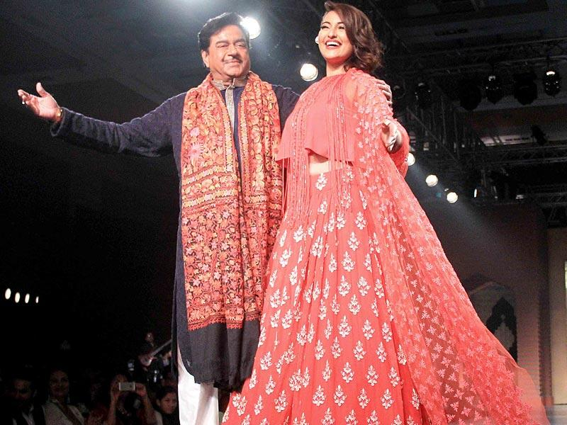 Sonakshi Sinha with father Shatrughan who made his ramp debut with Mijwan. (Yogen Shah/HT photo)
