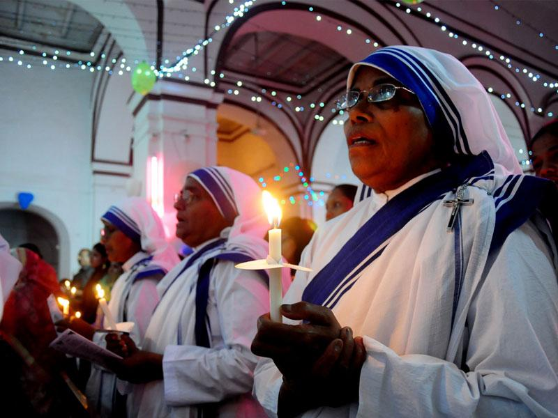 Christians take part in Easter mass at St. Francis Cathedral in Bhopal on Saturday night. (Mujeeb Faruqui/HT photo)