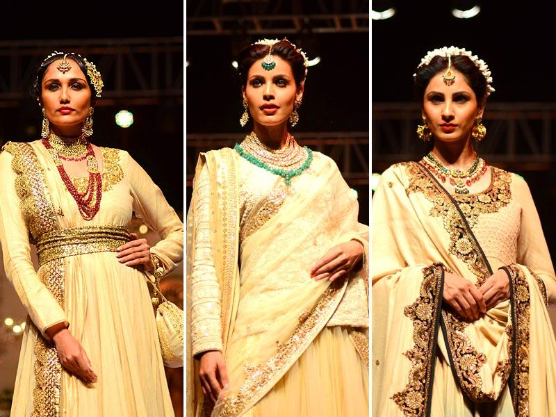 Shades of gold ruled at Vikram Phadnis' Wedding Fair 2015 collection in Mumbai. (IANS)