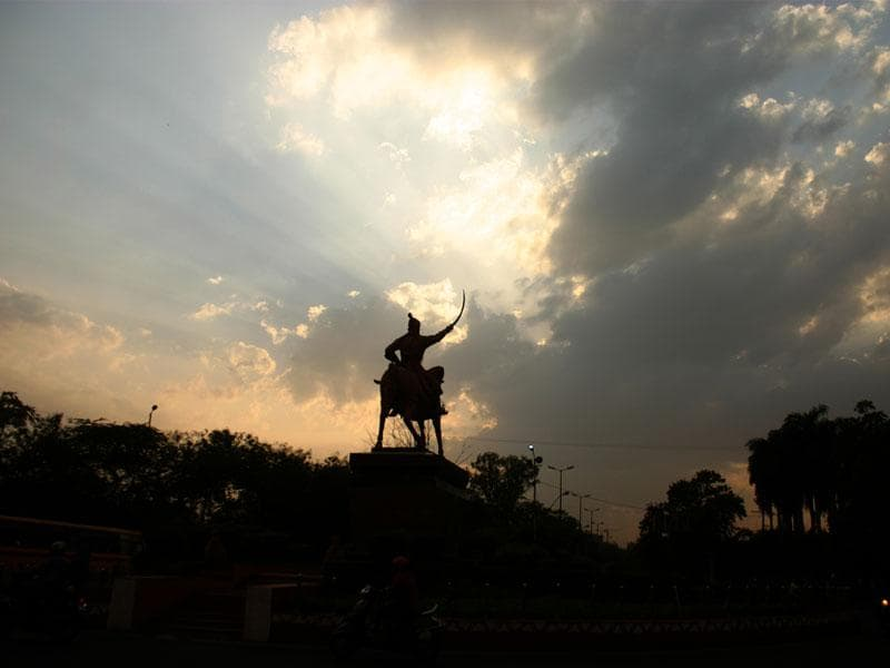 Shivaji's statue on Link Road 1 presents an exquisite silhouette against the sun setting in a partly cloudy sky in Bhopal on Wednesday. (Bidesh Manna/HT photo)