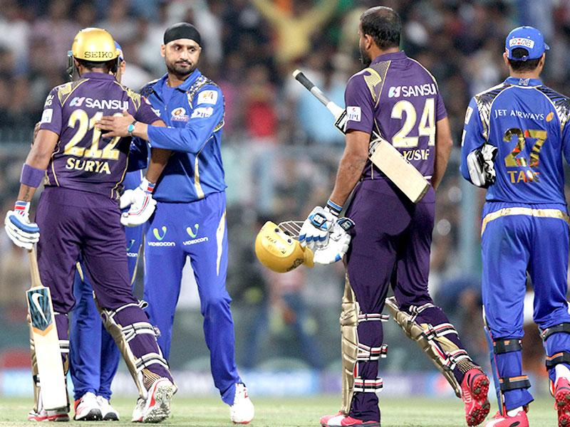 Kolkata Knight Riders celebrate after winning their IPL 2015 match against Mumbai Indians at Eden Gardens in Kolkata. (Subhankar Chakraborty/HT Photo)