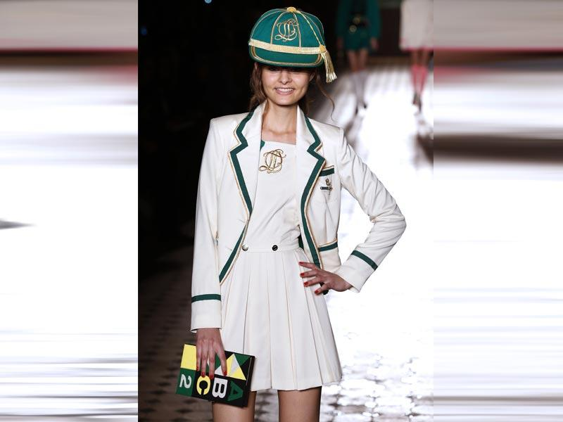 Caps: The sporty look was very present on the runways of Paris, so it wasn't surprising to see this 90s staple that adds a trendy urban feel to any look. This accessory was most notably seen at the shows for Olympia Le Tan and Akris (as visors).