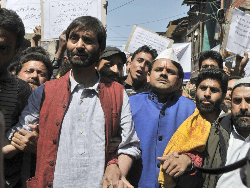 Separatist leader and JKLF chairman Yasin Malik along with Kashmiri Pandits during a protest march in Srinagar on Friday. Protests and clashes erupted against the government's plan to build townships for displaced Kashmiri Pandits. Waseem Andrabi/HT