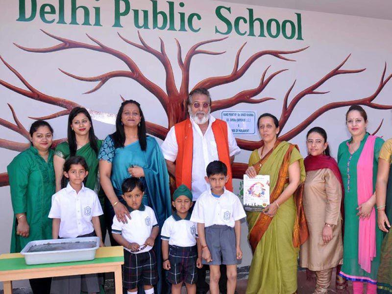 BJP MP Vinod Khanna with students and staff of Delhi Public school, Pathankot on Friday. HT Photo