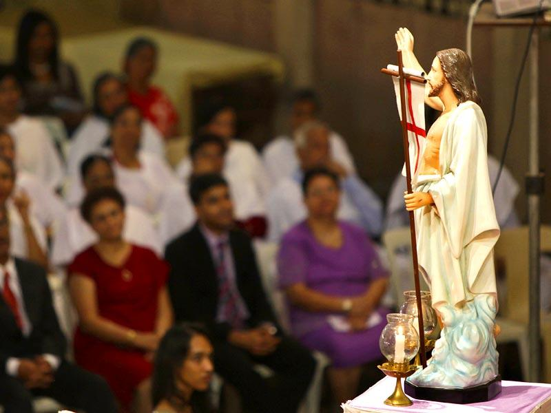 Devotees attend the midnight Sunday mass on Easter, in Bandra. (Kalpak Pathak/HT photo)