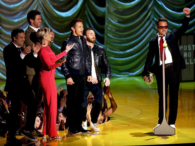 Actor Robert Downey Jr. accepts the MTV Generation Award from his fellow Avengers cast members, Mark Ruffalo, Chris Hemsworth, Scarlett Johansson, Jeremy Renner and Chris Evans, during the 2015 MTV Movie Awards in Los Angeles. (Reuters)