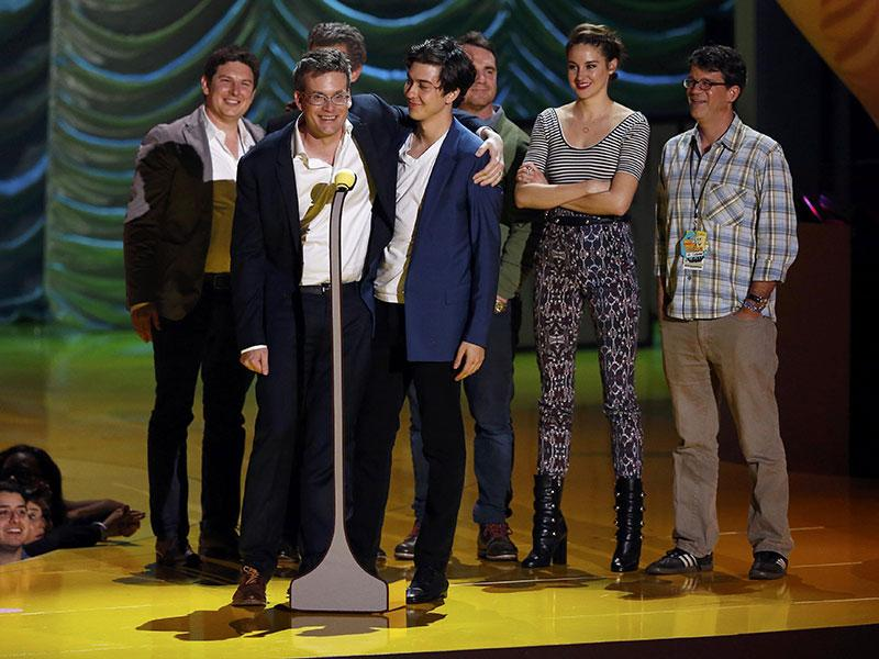 Writer John Green accepts the award for Movie of the Year for The Fault In Our Stars as the cast and crew look on. (Reuters)