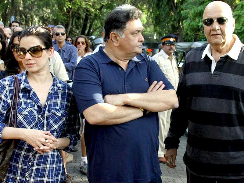 Rishi Kapoor was seen during a protest against BMC in Mumbai on April 12, 2015. (IANS Photo)