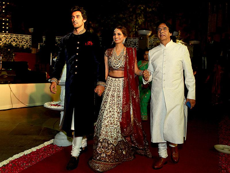 Kunal and Naina walk up to meet the guests with the bride's father Ajitabh. (HT photo/Rajesh Kashyap)