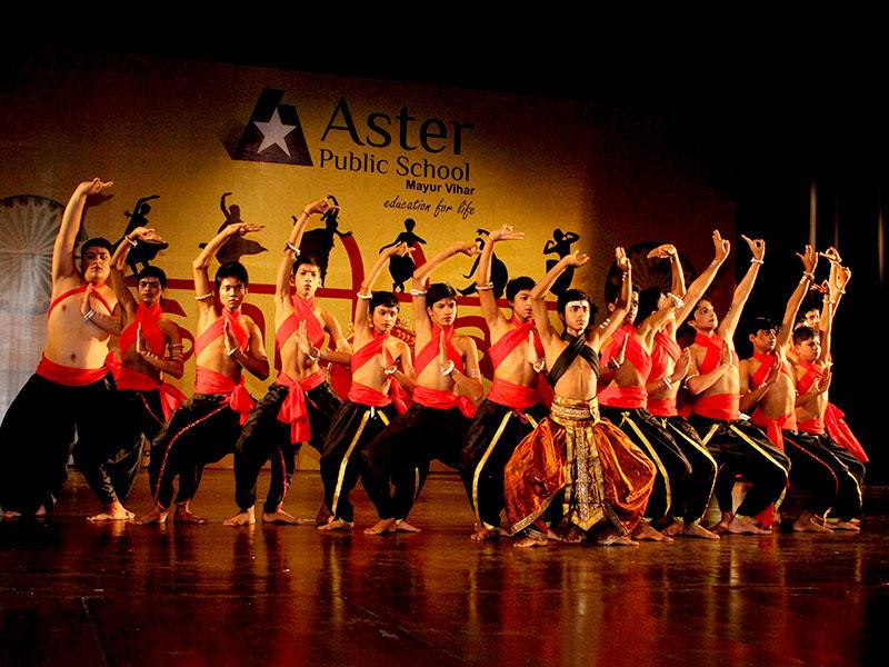 Aster Public School, Mayur Vihar, celebrated its 20th annual day 'Sanklan' at the prestigious Kamani Auditorium. The students presented various dance forms like contemporary and the tandav which left the audience spellbound.