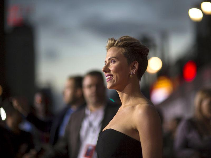 Scarlett Johansson poses at the premiere of Avengers: Age of Ultron. (AP photo)
