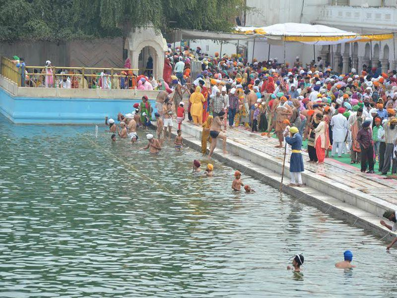 Many devotees take holy dips in the Sarovars (sacred tanks), while 'Akhand Paths' (48-hour long recitation of Sikh scripture), 'kirtans' (singing of hymns) and 'kathas' (religious discourses) are undertaken to mark the occasion.HT/Photo