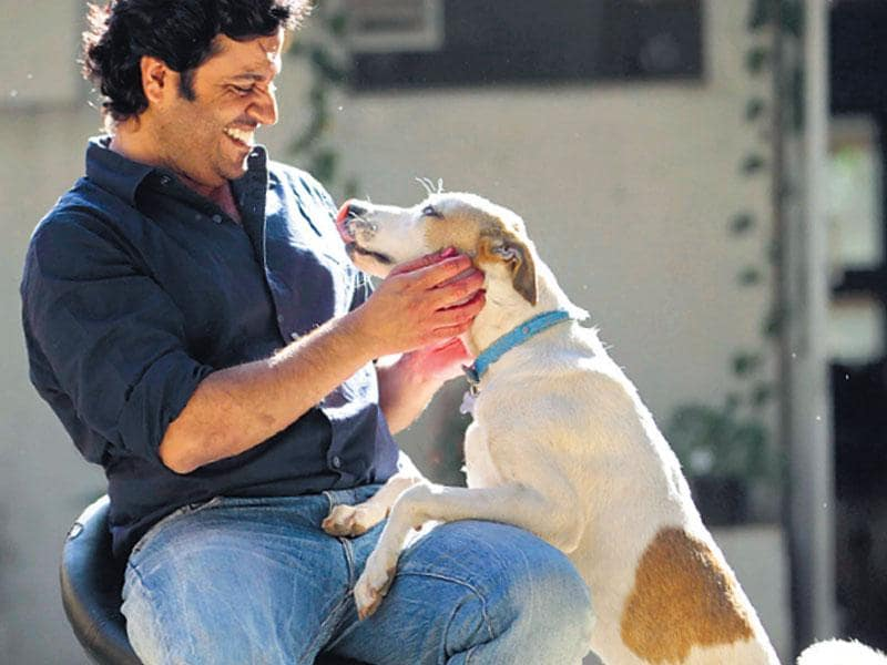 Filmmaker Vikas Bahl of Queen fame spends some de-stress time with his dog. (HT photo)