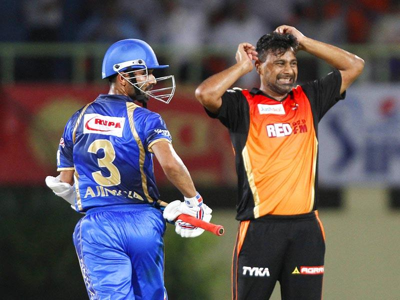 Sunrisers Hyderabad's Praveen Kumar in action against Rajasthan Royals during their IPL match at Visakhapatnam. (Ashok Nath Dey/HT Photo)