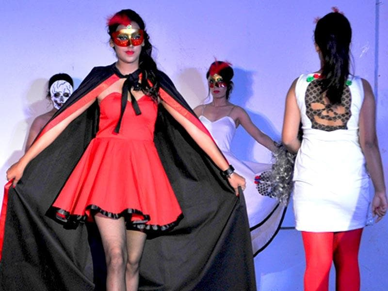 A fusion of rusted nuts and bolts, presented with an inimitable style marked a fashion show at Panjab University on Friday. (Keshav Singh/HT Photo)