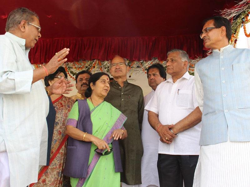 Union ministers Sushma Swaraj and VK Singh along with CM Shivraj Singh Chouhan at the venue of international Hindi conference, in Bhopal on Saturday. (HT photo)