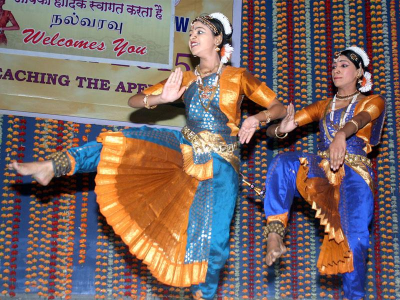 Tamil girls perform during Tamil New Year celebrations, organised by Bhopal Tamil Association, in Bhopal on Sunday.(Bidesh Manna/HT photo)