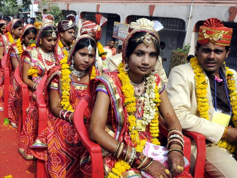 Brides and grooms during a mass marriage ceremony organised on the occasion of Akshay Tritiya in Indore on Tuesday. (Shankar Mourya/HT photo)