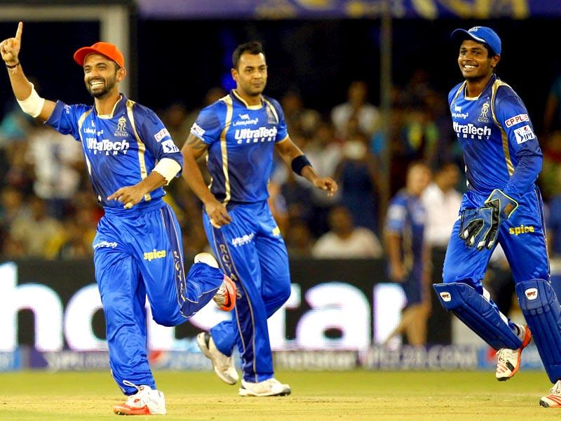 Players of Rajasthan Royals celebrate after taking the wicket of Kings XI Punjab player Virender Sehwag. (HT Photo/Kunal Patil)