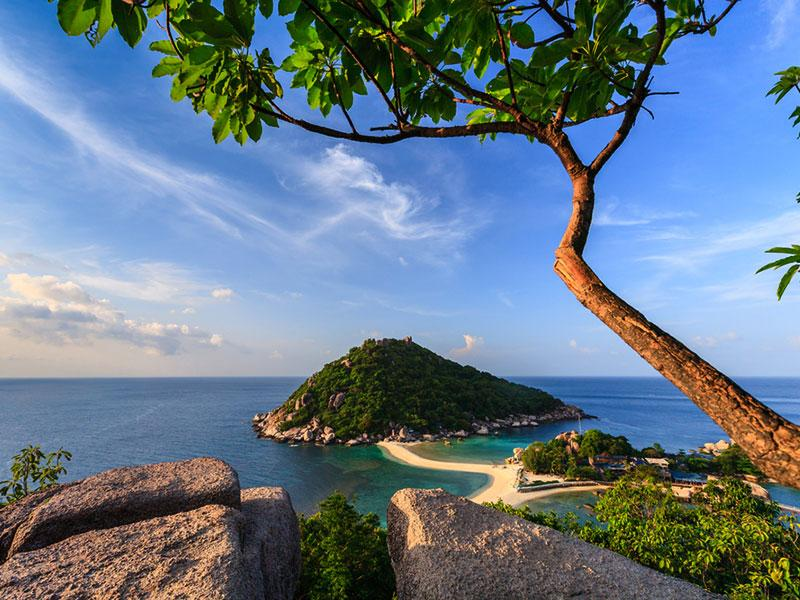 Ko Tao is an island in Thailand and forms part of the Chumphon Archipelago on the western shore of the Gulf of Thailand.