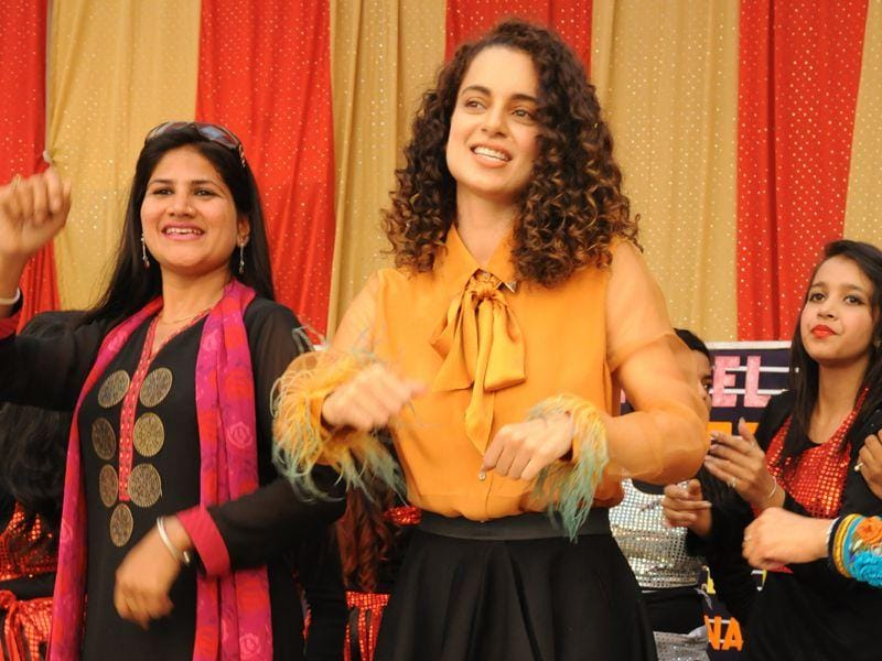 Kangana Ranaut visited her alma mater DAV school for promoting her upcoming movie Tanu weds Manu in Chandigarh.