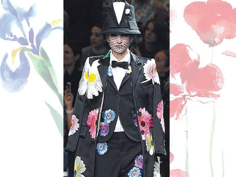Drunk, pumped up florals: When wearing florals, think big, literally, and pick well-fed, energetic flowers. Give an androgynous twist to flowers with a chic blazer and tailored cropped trousers to turn heads. You already know, an edgy pantsuit, like this one from Thom Browne, is the hottest attire to wear to a party this season.