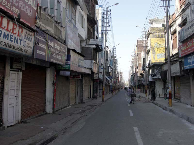 A deserted look of Jammu city during a Bandh call against the state government. Nitin Kanotra/HT