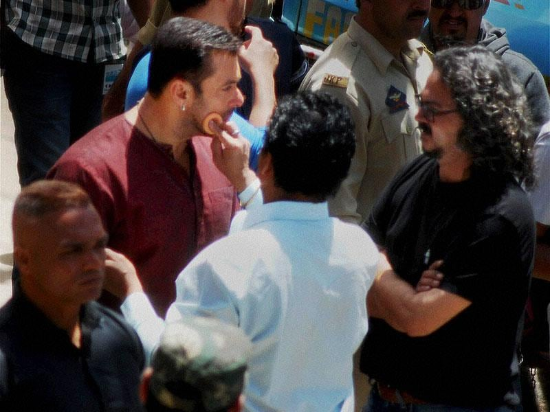 Salman Khan getting ready for shooting of his upcoming movie Bajrangi Bhaijaan, at Aishmuqam in Anantnag district on Thursday. (PTI Photo)