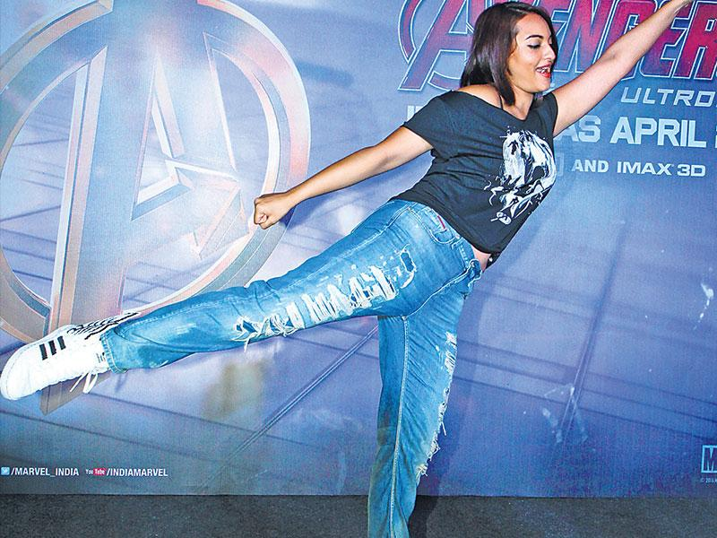 Sonakshi Sinha is in her element at the Avengers screening. (HT photo/Pradip Guha)