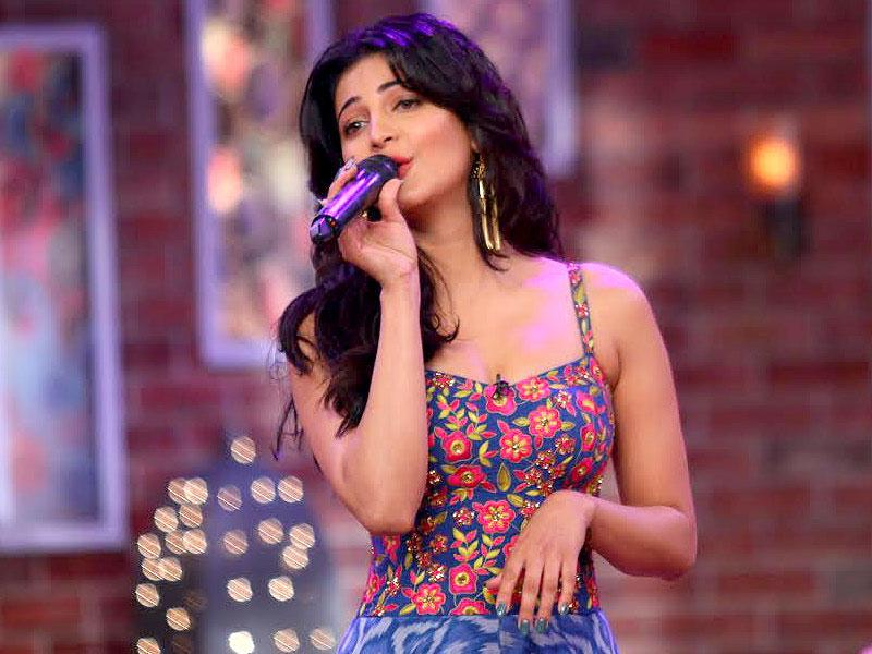 Shruti Haasan on the sets of Comedy Nights with Kapil.