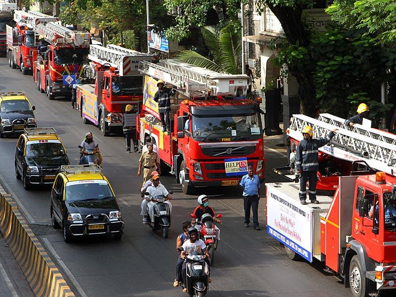 Mumbai Fire Brigade (MFB) displayed its strength during a rally to commemorate Fire Safety Week in Dadar, Mumbai. (Arijit Sen/HT photo)