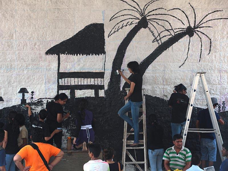 With the aim to beautify the walls of Mumbai, members of Project MAD paint the walls at Dockyard Road. (Anshuman Poyrekar/HT photo)