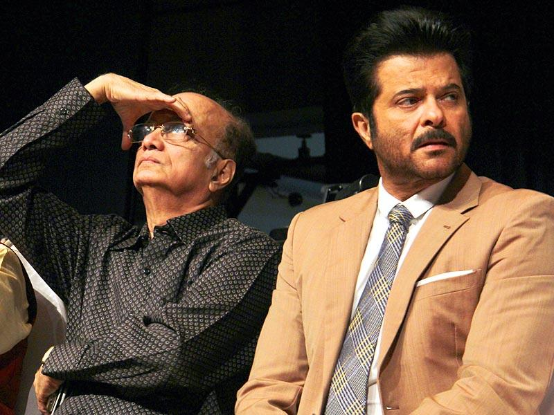 Veteran actor Dilip Prabhavalkar and Bollywood actor Anil Kapoor were seen at the Dinanath Mangeshkar Awards function in Mumbai.(Pramod Thakur/HT photo)