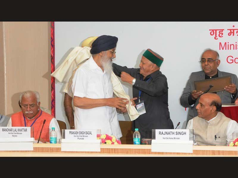 CM Parkash Singh Badal and Virbhadra Singh during the meeting of Northern Zonal Council at Vigyan Bhawan in New Delhi. HT Photo