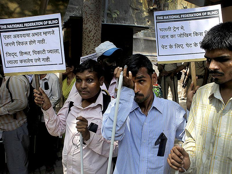 Blind hawkers, with the support of United Forum for the Rights of the Blind, protested against the railway administration at Central Railway office in Dadar. They alleged that they were harassed and demanded support to run their business.(Kalpak Pathak/HT photo)