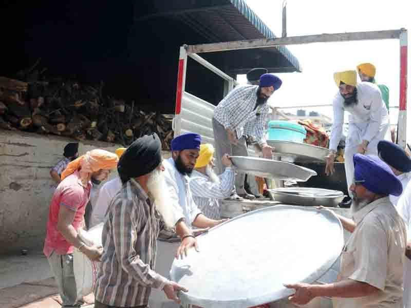 SGPC has put its various gurdwaras on the job to ensure that the packets are ready.Sameer Sehgal/HT