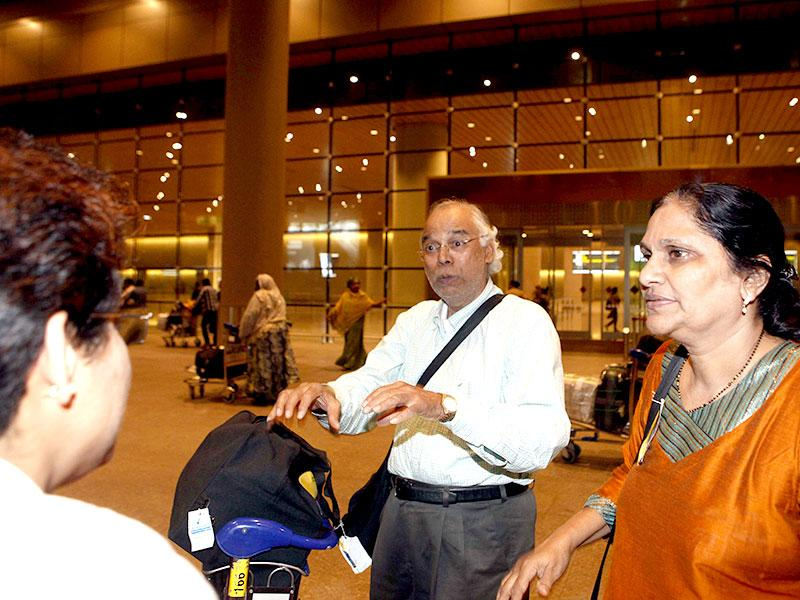Tourists from Maharashtra, who were stranded in Nepal after a 7.9-magnitude earthquake hit the country, returned safely to Mumbai. (Pratham Gokhale/HT photo)